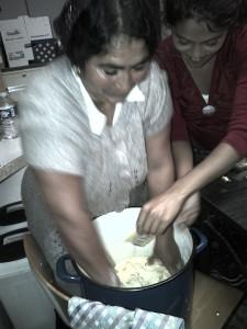 La préparation des plats au LAG.