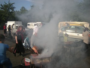 Les femmes au barbecue.