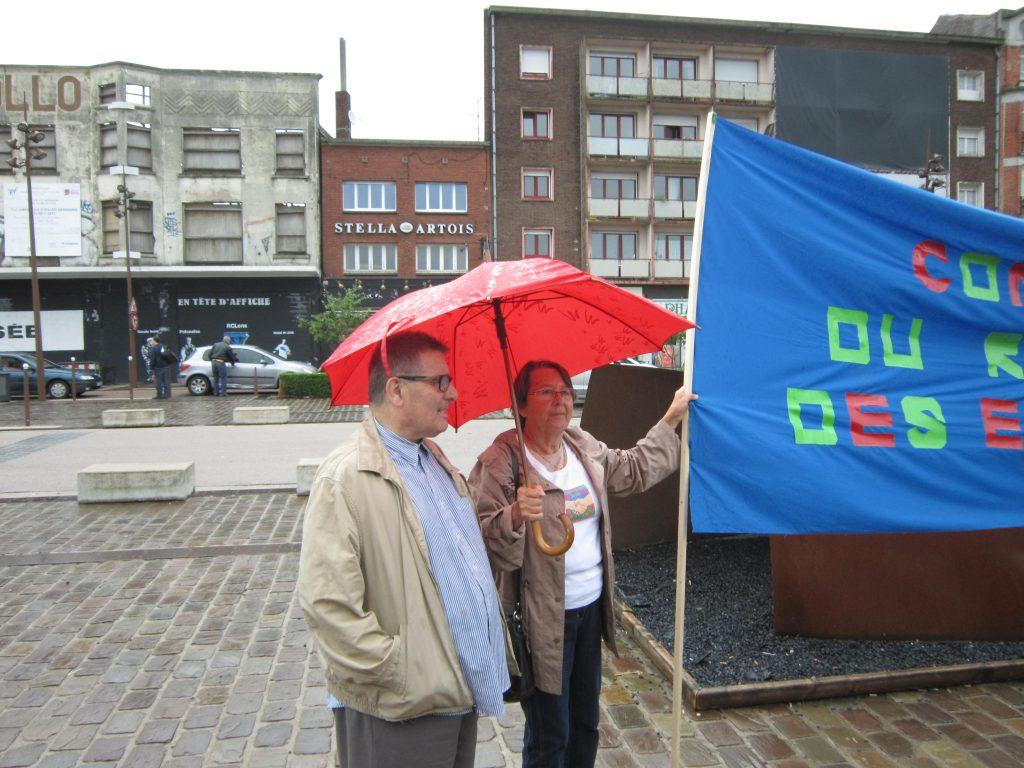 Avec le comité de refus des expulsions, lors d'une initiative, gare de Lens